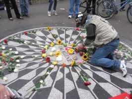 Homage to Lennon by Lizzie-Leeches