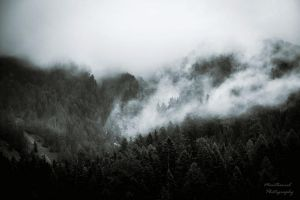Far over the Misty Mountains cold by LucreciaMortishia