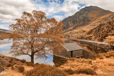 Ogwen Lake House - Orange Cream Fantasy by somadjinn