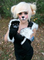 Meow :3 by SelenaSwitchblade