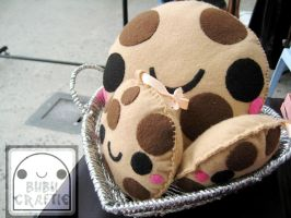 Chocolate Chip Cookie Plushies by efeeha