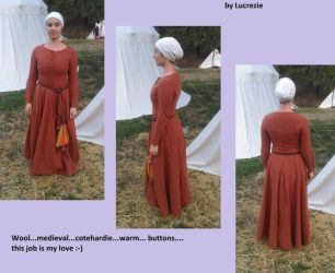 14th century girl dress by MedievalJunkie
