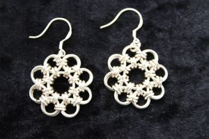Flower Chain Maille earrings by Dimolicious