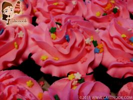 Pink Cupcakes with Daisies by fireflycakes