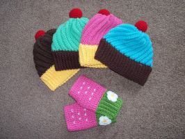 Cupcake Hats and Strawberry Mitts by gochika