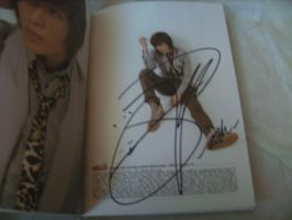 Onew Autograph -Hello- by Cali-Snowstar