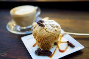 Muffin with pecan nuts by aruseni