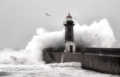 Storm at the Lighthouse by vmribeiro