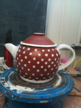 My first successful teapot! by valentineosarus
