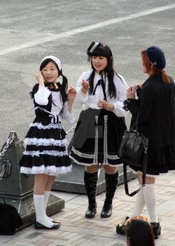 Gothic Lolitas 2 by harajuku-observer