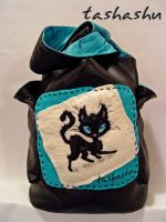 Leather bag 'Cat in the bag' 2 by Tashashu