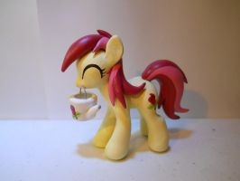 Roseluck With Watering can (Raffle Winner 5/5) by EarthenPony