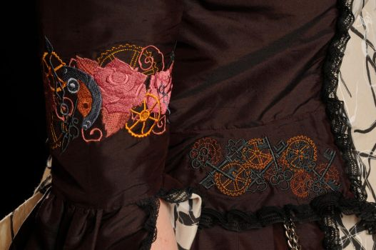 Queen Onyria (embroideries) by Onyria-mode