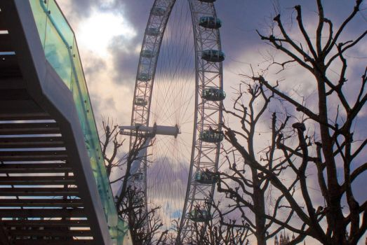 london eye with twist by girlonamission