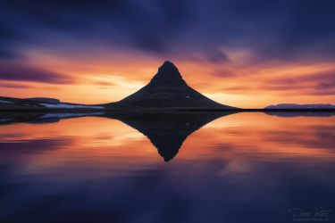 The reflection of the Kirkjufell by LinsenSchuss
