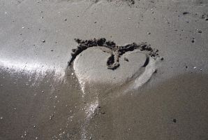 Heart in sand by darthsabe