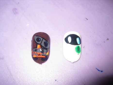 Wall-E Nails by hatterlet