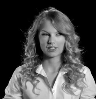 Shrinking Interview I - Taylor Swift by ExplosiveAmmo