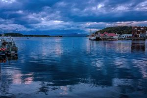 Oban Harbour by TarJakArt