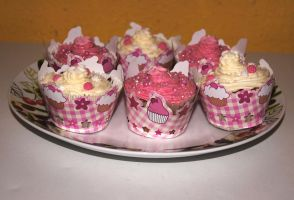 Strawberry and vanilla cupcakes 2 by dimebagsdarrell
