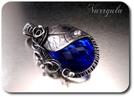 Special order pendant by nurrgula