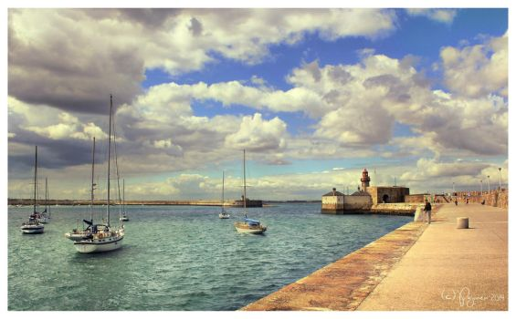 Summer in Dun Laoghaire by Pajunen