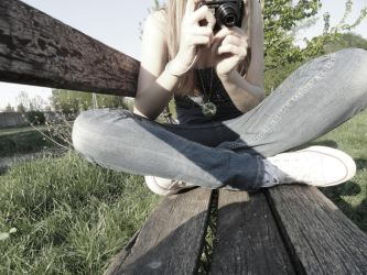 a girl whit a camera by adruus