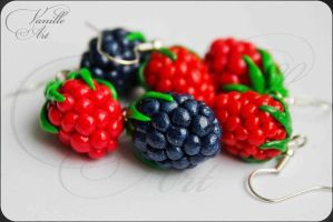 Blackberry and Raspberry Earrings by CreamberryAccesory