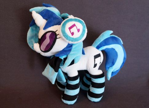Vinyl Scratch with Accessoires Plush by Fafatacle