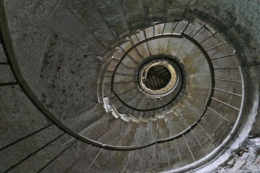 Abandoned villa - Spiral staircase by ExaVolt