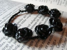black roses bracelet by BrennendeBuecher