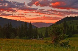 Sunset over Bukovina. by lica20