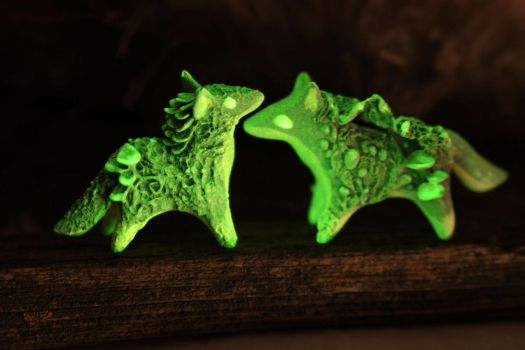 Glow in the dark little wolves by hontor