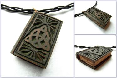 MINI WICCAN BOOK PENDANT by MassoGeppetto