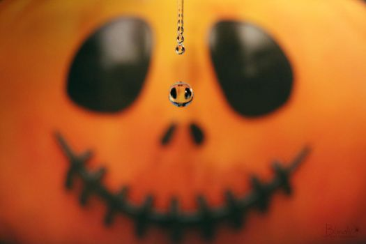 Halloween drop by Blanchii