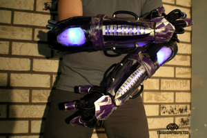 The K-WIR3 light up strobing cyberpunk gauntlets by TwoHornsUnited