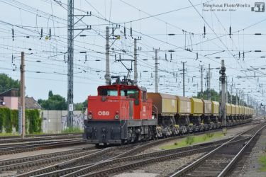 1063 024 with a freight train in Wiener Neustadt by MorpheusPhotoworks