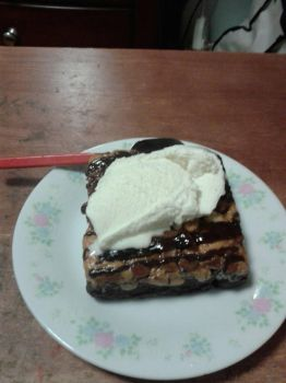 Reese Peanut butter Brownies with Vanilla Ice crea by PrettyShadowj28