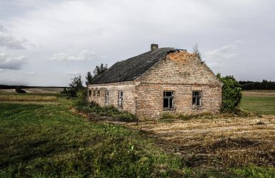 Old abandoned house by Rdzeniuch