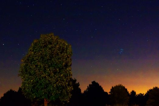 first attempt at astrophotography by vi0letdreamer