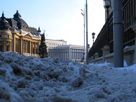 Sidewalk Snowing by bucuresti