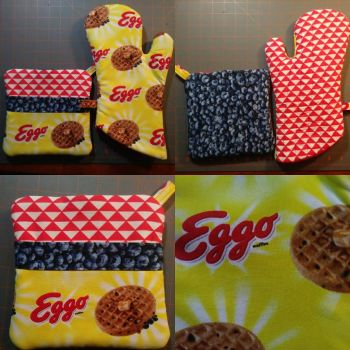 Eggos and Bluberries Oven Mitt/Hot Pad Set by MechanicalApple