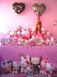 Count all the Hello Kitty's by Sorayachi