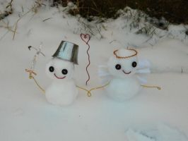 Snow couple by The-Paper-Lady-42