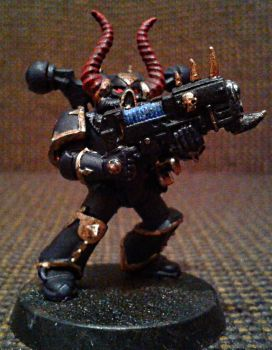 Black legion space marine with plasma rifle by Naarok0fKor