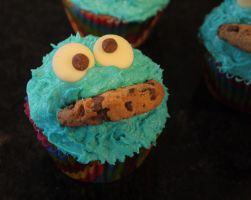 Cookie Monster Cupcakes by conniekidd