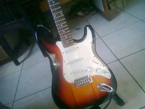 MY Strat! by 123kennix