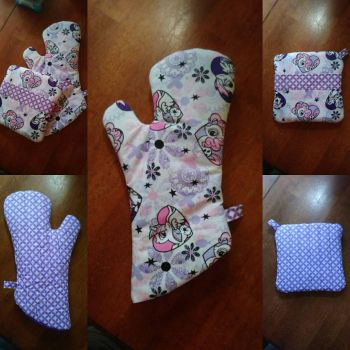 MLP Hearts Oven Mitt and Hot Pad Set by MechanicalApple