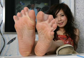 Webbed toes by AshWolves5