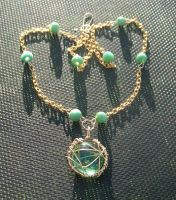 Green and Gold Necklace by zaphod-beeblebroxie